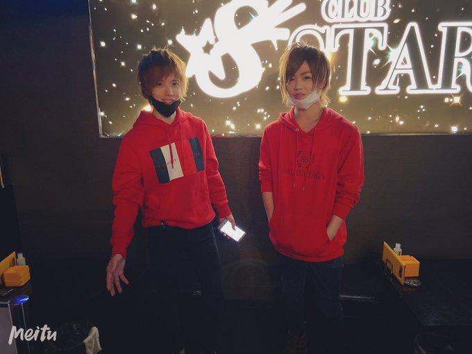赤パーカー二人組